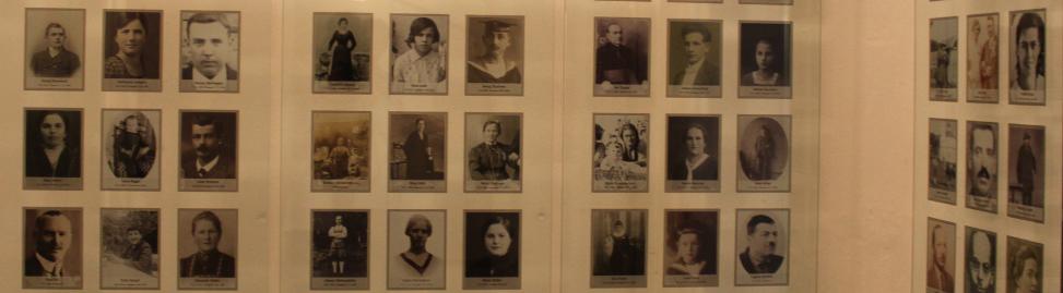 Porträts von Euthanasie-Opfern in der Gedenkstätte Schloss Hartheim